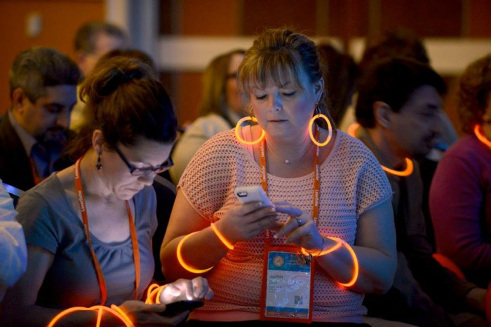 Empower-2015-run-smarter-glowsticks